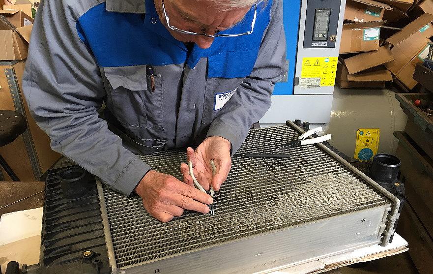 Proradia-réparation-manuelle-faisceaux-radiateurs-patience
