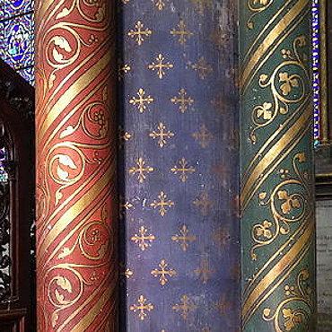 Détail des colonnes peintes